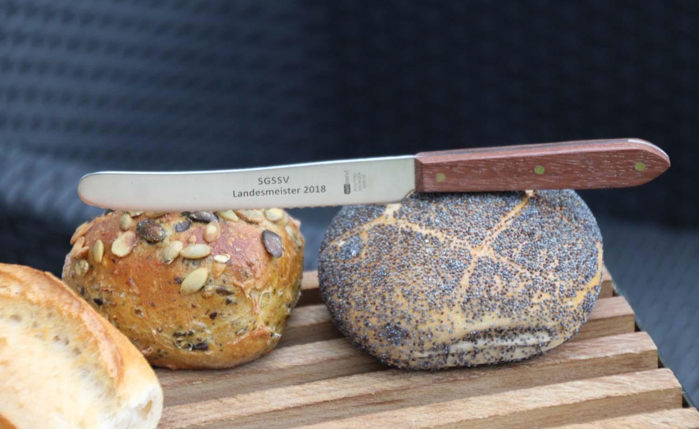 Brötchenmesser mit schönem Holzgriff